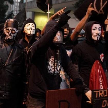 Black Bloks-manifestantes brasileiros